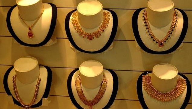 Gold prices on monday fell by Rs 15 to Rs 30,200 per ten grams