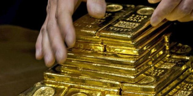 Gold prices fell by Rs 465 to Rs 30,785 per ten gram