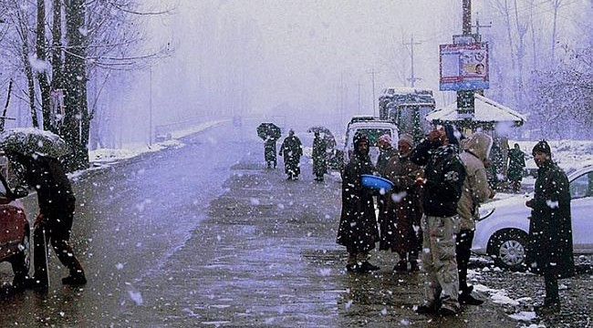 Gulmarg snowfall raises adrenaline level of holidayers