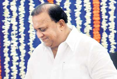 Maharashtra Minister gets 'milk bath' after ink attack