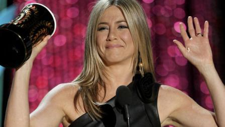 Jennifer Aniston still likes to watch ` Friends ` reruns