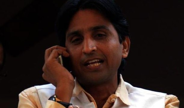 AAP leader Kumar Vishwas in war of words with Congress