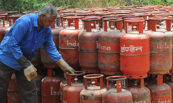 Cabinet may clear raising LPG cylinder cap at next meeting: Oil Minister