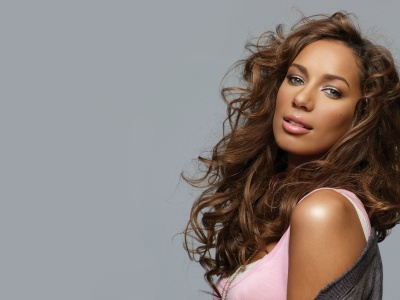Leona Lewis shares beauty products with horse