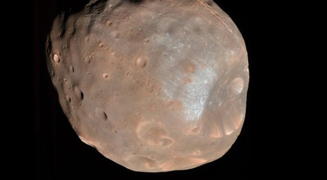 Mars Express flybys `within touching distance` of Red Planet's moon