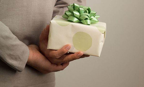 Men `not gifted` at giving gifts!