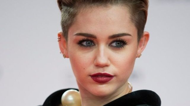 Miley Cyrus named MTV's best artist of 2013Miley Cyrus named MTV's best artist of 2013
