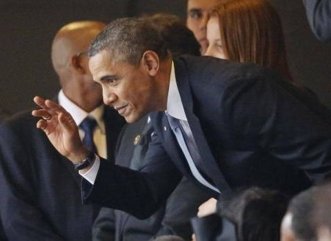 Obama shakes hands with Cuba's Raul Castro at Mandela memorial