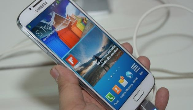 Samsung asks disgruntled customer to remove video clip showing burnt Galaxy S4