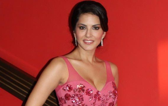 Naseer's rapport with crew impresses Sunny Leone