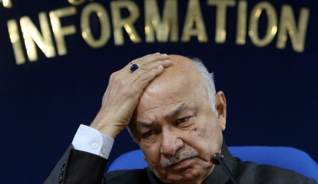 Shinde to support Congress Party stand on gay sex