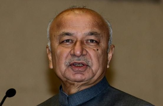 Centre to give Aam Admi Party (AAP) a few more days to form govt. : HM Sushilkumar Shinde