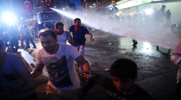 Tear gas, rubber bullets used against protesters in Istanbul