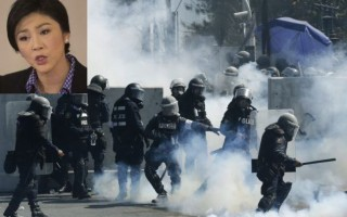 Rocks, tear gas fly as Thai protests escalate