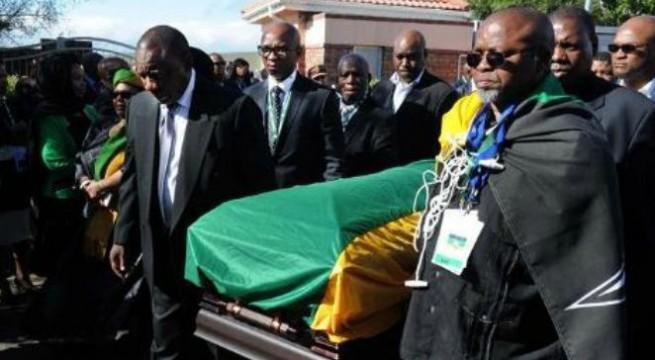 Desmond Tutu to attend Mandela's funeral