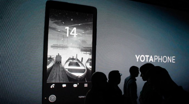 Dual screen YotaPhone hits Russian market