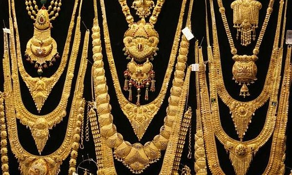Gold prices slipped by Rs. 30 to Rs. 30,725 per 10 gm.