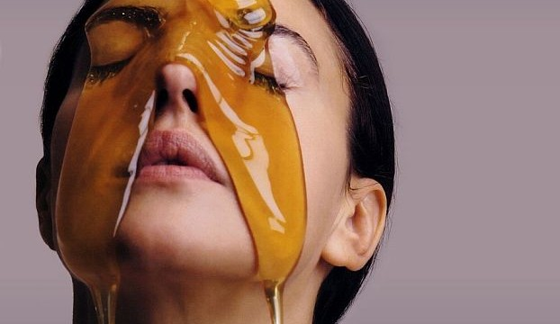 Benefits of honey for skincare in winters