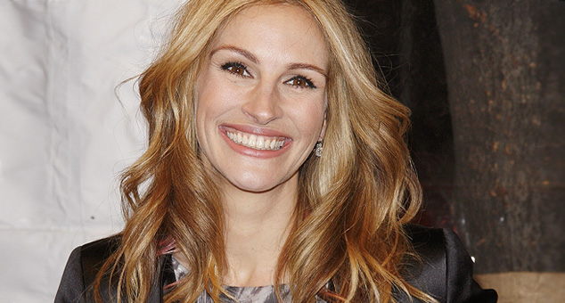 Julia Roberts was asked to remove freckles