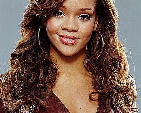 Rihanna_poses_nude_for_new_perfume_ad