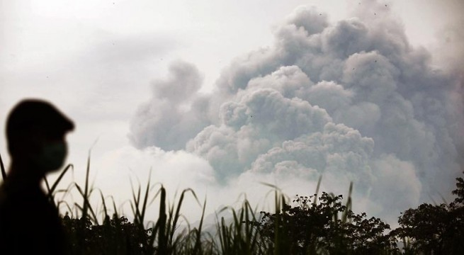 Seven airports still closed in Indonesia after volcano eruption