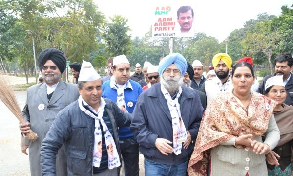 Aam Admi Party leader and senior advocate HS Phoolka leading Jharu Chalo Yatra in Amritsar aimed to bring awareness among people against rampant corruption and poor governance at Amritsar on Feb. 15, 2015. (Photo: IANS)