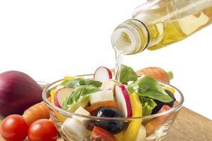 Olive-oil-on-salad-jpg