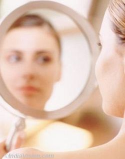 woman-looking-in-mirror-indiavision-com