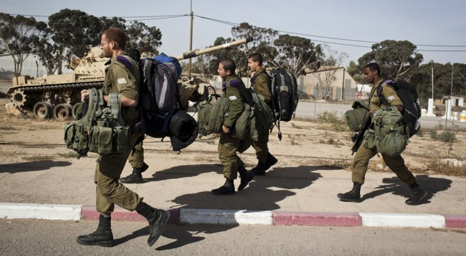 Israeli Tanks Gather on Gaza Border as Air Strikes Intensify