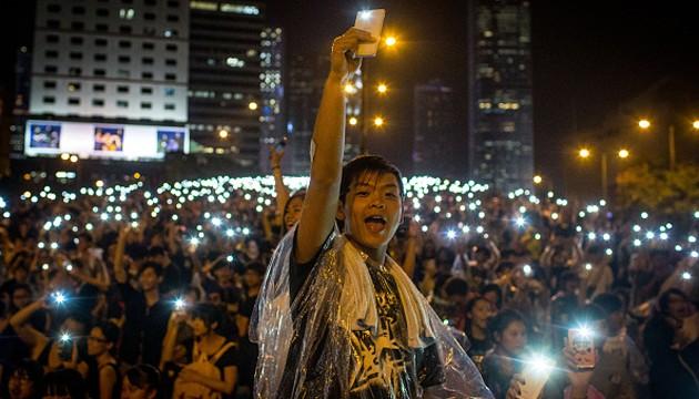 rp_hong-kong-protester-phones-chris-mcgrath-getty.jpg