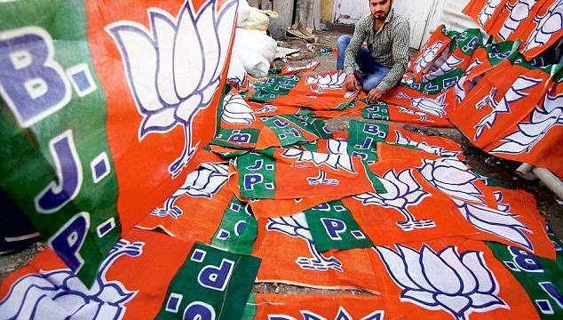 1415853898556_wps_1_Jammu_Party_workers_makin