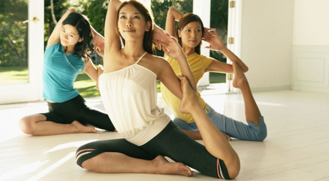 women-doing-yogarg