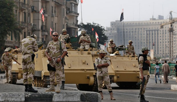 Egyptian troops in Cairo