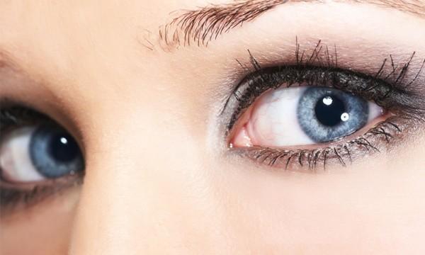 blue-eyes-silver-eyeshadow