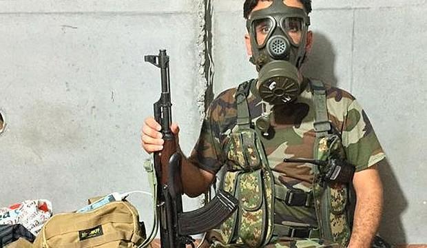 Peshmerga_with_gas_3407612b